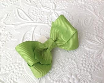 Green Hair bow, Apple green boutique hair bow, Girl Hair bow. 3 inch hair bow. Toddler bow on alligator clip. Baby clip, baby bow