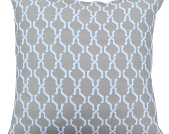 18''x18'' Indoor/Outdoor Chainlinked in Sand Pillow Cover