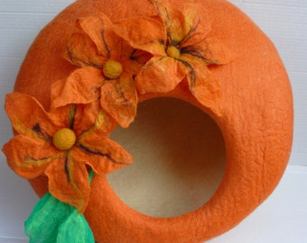 "Felted Cat Bed / Cat Cave / Cat Den / Cat House/  Cocoon ""Orange Lily"""