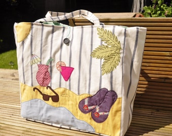 Beach bag with waterproof lining