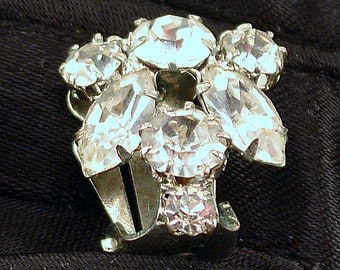 vintage rhinestone earrings//petite and sparkly clip on