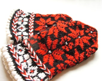 Christmas Hand knitted mittens warm and soft with Scandinavian pattern