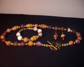 An Elegant Ceramic and Natural Picasso Jasper Gemstone Necklace, Bracelet and Earrings. (2014117)