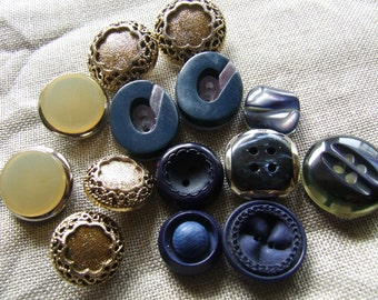 Twelve vintage buttons, resin years 1950/60 prevailing tone blue ideal for your original creations.