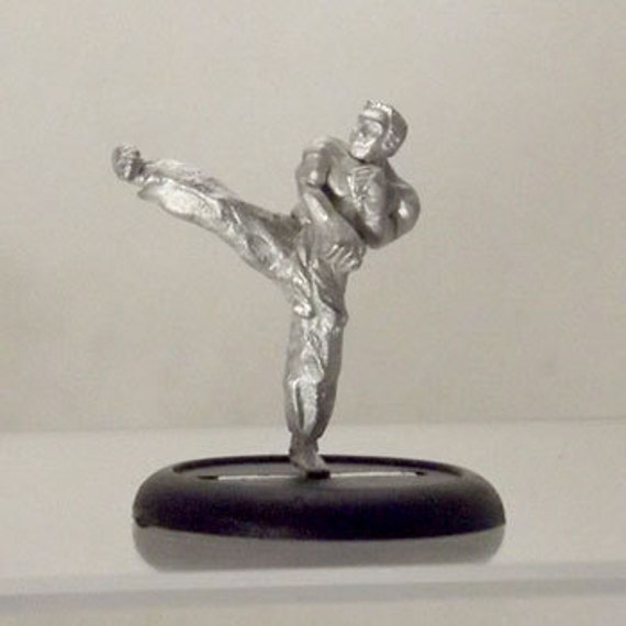Modern Miniature - Roundhouse Kick Kung Fu Dude - 28mm Unpainted - WF09