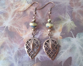 Retro style copper and cream/brown glass beads and copper leaves drop, dangle earrings with antiqued copper earwires.