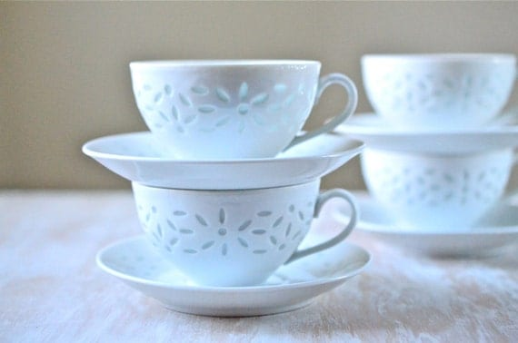 Vintage 8 Piece Vintage Arabia Of Finland Style Rice Pattern