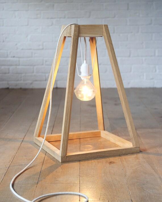 Luminaire pour intérieur chic et sobre réalisé en bois matériaux brut et noble