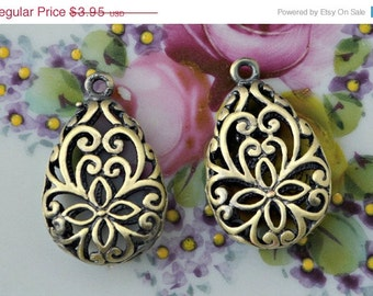 On Sale vintage Jewelry Findings Pendant - earring  Connector antique finish