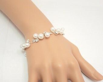 Pearl Bridal bracelet, Wedding bracelet, Rhinestone and pearl bracelet, Bridesmaid bracelet