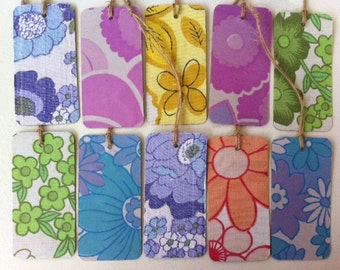 Vintage fabric gift tags!! Set of 10 cute, retro floral fabric, swing tag gift labels or wedding/ party place cards! ReTrO WrApPiNg!