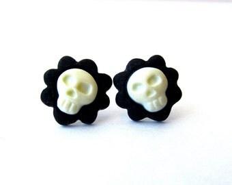 skull flower stud earrings (resin, dia de los muertos, day of the dead, calavera, floral skull)