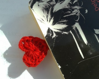 Paper clip crochetted heart shaped bookmark for Valentine's day