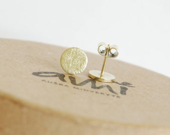 Handmade scratched round gold stud earrings.
