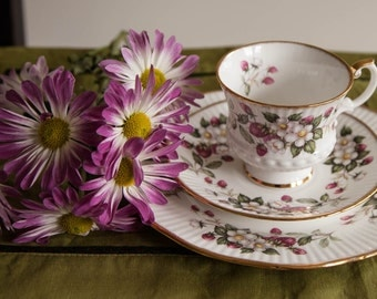 Elizabethan Bone China Set of Teacup, Saucer and Bread Plate