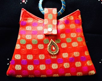 Traditional wristlet purse