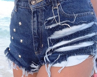 High waisted shorts destroyed with studs