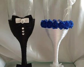 Gorgeouse bride and groom wedding champagne flutes