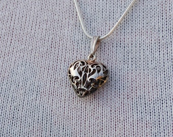 Silver Vintage - Heart -  Pendant with a Silver Chain.