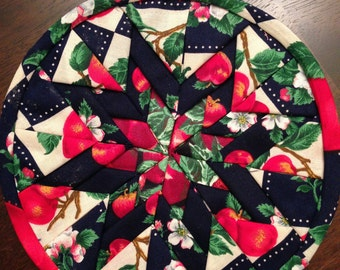 Radiant Star Hot Pad with an Summer Apple Motif
