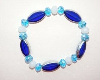 Ocean Blue - Dark blue, light blue and white beaded bracelet