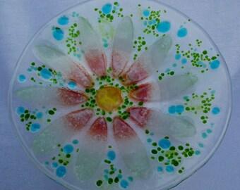 Delicate daisy fused glass dish