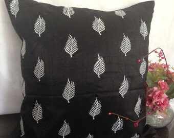 Leaf Pillow Cover, Fern Leaf pillow cover, Leaf Cushion Cover, Accent Pillow, Couch Pillow, Throw Pillow, 20x20 inch black Pillow,Leaf Décor
