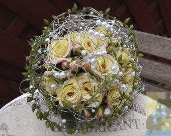 Bridal bouquet with pearls lattice