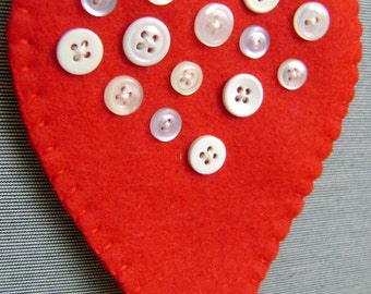 felt heart garland in red with white buttons - valentine / wedding decor - hand stitched - embroidered