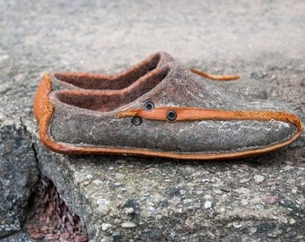 Slip-on felted wool and leather shoes Organic wool slippers Grey Orange Handmade felted clogs  DAIVA