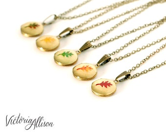 Tiny Leaf Locket Necklace, Autumn Oak Leaves, Vintage Round Brass Locket, Fall Wedding, Bridesmaid Bridal Party Gift, Red Orange Green