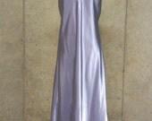Vintage Jones NY New York nightgown - Light Purple Floor Length Dress / Gown - Deep V-neck - Glossy & Stunning Night Wear - Large