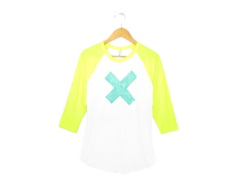 SAMPLE SALE X Marks the Spot - Hand STENCILED Deep Crew Neck 3/4 Sleeve Raglan Women's Tee in Neon Yellow Mint and White - L Q