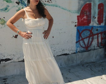 Vintage 1970s Boho Wedding Dress Creamy White Maxi Prom Dress S/M