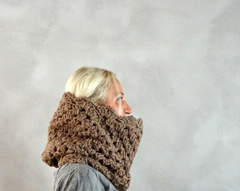 Beige Cowl / Lacey Crochet Cowl / Thick Knit Cowl / Cowl Scarf / Chunky Cowl / Chunky Cowl Scarf / Girlfriend Gift / Womens Gift / Romantic