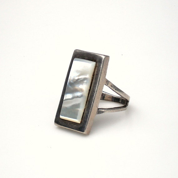 Vintage Sterling Silver Ring with Inlaid Mother of Pearl - Size 11.25