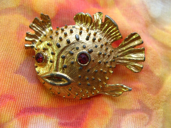 Adorable vintage blowfish puffer fish costume jewelry brooch for Puffer fish costume
