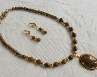 Short Chrysanthemum Stone Necklace and Earring Set