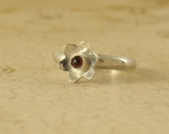 Sterling silver flower ring with gemstone garnet