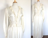Vintage 1940's Robe // 40s White Satin Dressing Gown Robe // White Boudoir Robe with Lace // DIVINE
