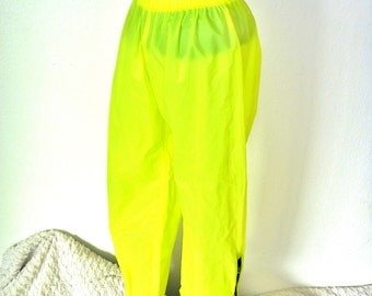 cLUb KId pAnTS bY K-Way pOLyuRETHane sHEER eXTEnDeD aNKle ZiP SpaCe pAnTS meN'S MEdiUM