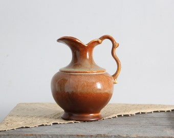 vintage pottery pitcher / kitchen decor / water pitcher / serveware / royal haeger