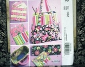 UNCUT  McCalls M5722 Satchel Circular Knitting Needle Organizer Pouch Bags Overnight, Shoulder, Hand, Tote By Kay Whitt Sewing Pattern