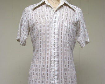 Vintage 1970s Mens Shirt / 70s Sheer and Solid Short Sleeve Shirt / Small