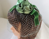 Vintage Green Fascinator Bird Cage Veil Hat / 50s Veiled Hat with Green Satin Roses and Velvet Bow / Green Veil Fascinator Whimsey Hat