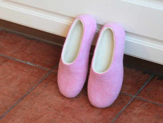 Felted slippers for woman - wool slippers - made to order - eco friendly - pink and organic white