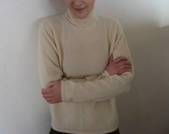 Vintage ladies sweater.  Turtle neck.  Size 10.  Ladies clothing. Cashmere.