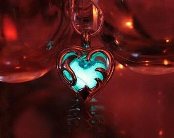 HEART Locket with 1 Glass Heart GLOW in the DARK