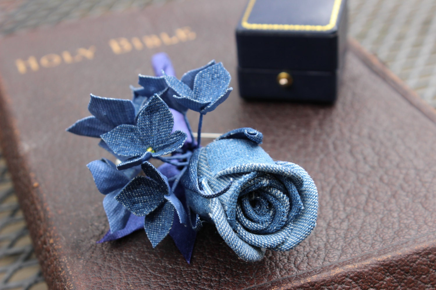 how to make a buttonhole floral