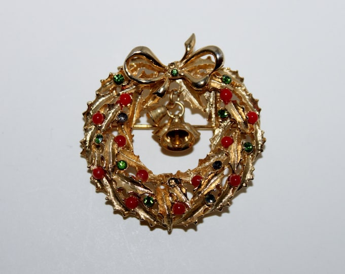 Vintage ART Gold-Tone Christmas Wreath with Bells, Christmas Brooch